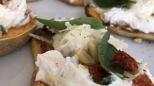 Süßkartoffeltoast mit Quark-Aufstrich – italienischer Art